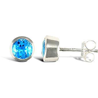 Jewelco London Sterling Silver strofinare sopra Blue Topaz borchie round Stud orecchini