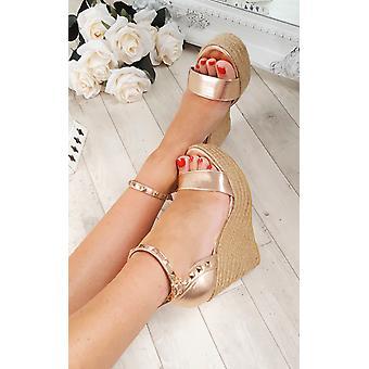IKRUSH Womens coghate Stud Strappy sandalo con zeppa