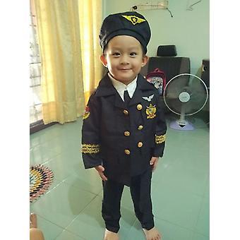 Pilote d'aéronef enfant en uniforme