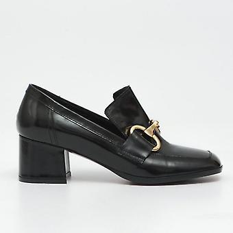 Black Brushed Leather Shoe with Medium Heel