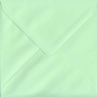Mintgrün gummiert 155mm quadratische farbige grüne Umschläge. 100gsm FSC nachhaltigen Papier. 155 mm x 155 mm. Banker Stil Umschlag.