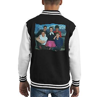 TV kertaa muuttaa kuvia yhtyeen muotokuva lasten yliopistojoukkue takki