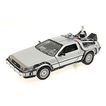 BTTF الجزء الثاني 1:24 مقياس يموت يلقي DeLorean النسخة المتماثلة
