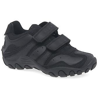 جيوكس جونيور سحق الفتيان الأسود الأحذية