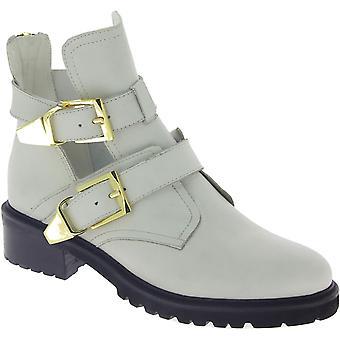 ستيف مادن المرأة & أبوس؛s أحذية الكاحل الكعب المنخفض مع أبازيم في جلد فو الأبيض