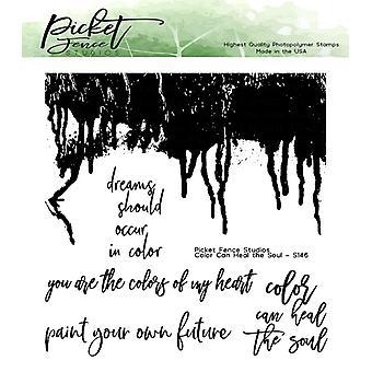 צבע אולפני גדר העץ מרפא את הבולים הברורים של הנשמה