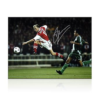 Dennis Bergkamp underskrevet Arsenal Foto: skydning