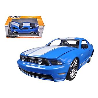 2010 Ford Mustang GT Blue With White Stripes 1/24 Diecast Model Car par Jada