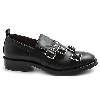Le Bohemien fekete női cipő csatokkal és szegecsekkel