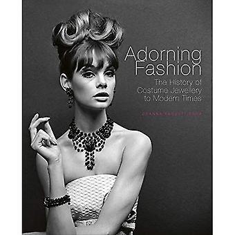 Adorning Fashion: De geschiedenis van kostuum sieraden naar de moderne tijd