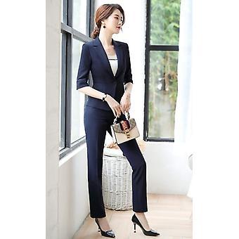 Les femmes conviennent à l'été, tempérament de mode, blazer demi-manche formel et jupe