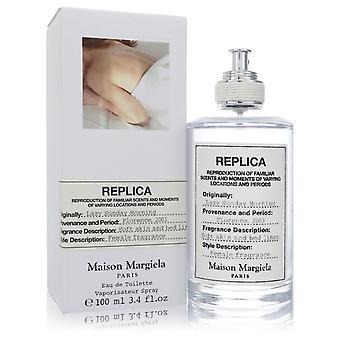 Replica Lazy Sunnuntaiaamu kirjoittanut Maison Margiela Eau De Toilette Spray 3.4 oz
