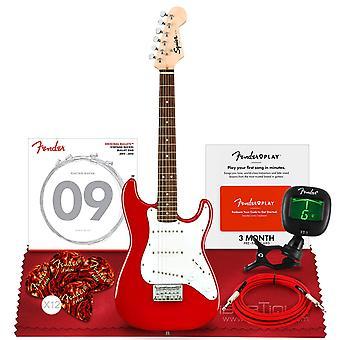 Squier por fender mini stratocaster guitarra elétrica, louro fingerboard, vermelho dakota com sintonizador clip-on e acessórios essenciais