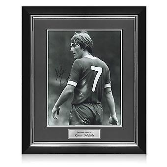 Kenny Dalglish signeerasi Liverpoolin Kuva: The King's Debut. Deluxe-kehys