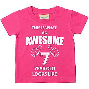 これは何の素晴らしい 7 年古いに見えるようなピンクの t シャツです。
