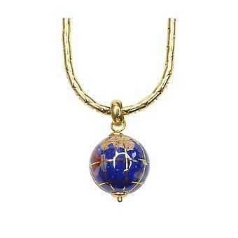 Goldene Halskette mit Globus