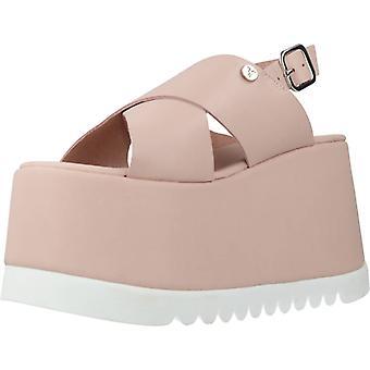 Gelbe Sandalen Tag aus rosa Farbe