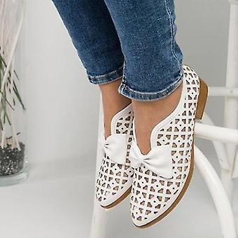 الصيف المتسكعون الشقق وأشار إلى أحذية الربيع إلى المرأة
