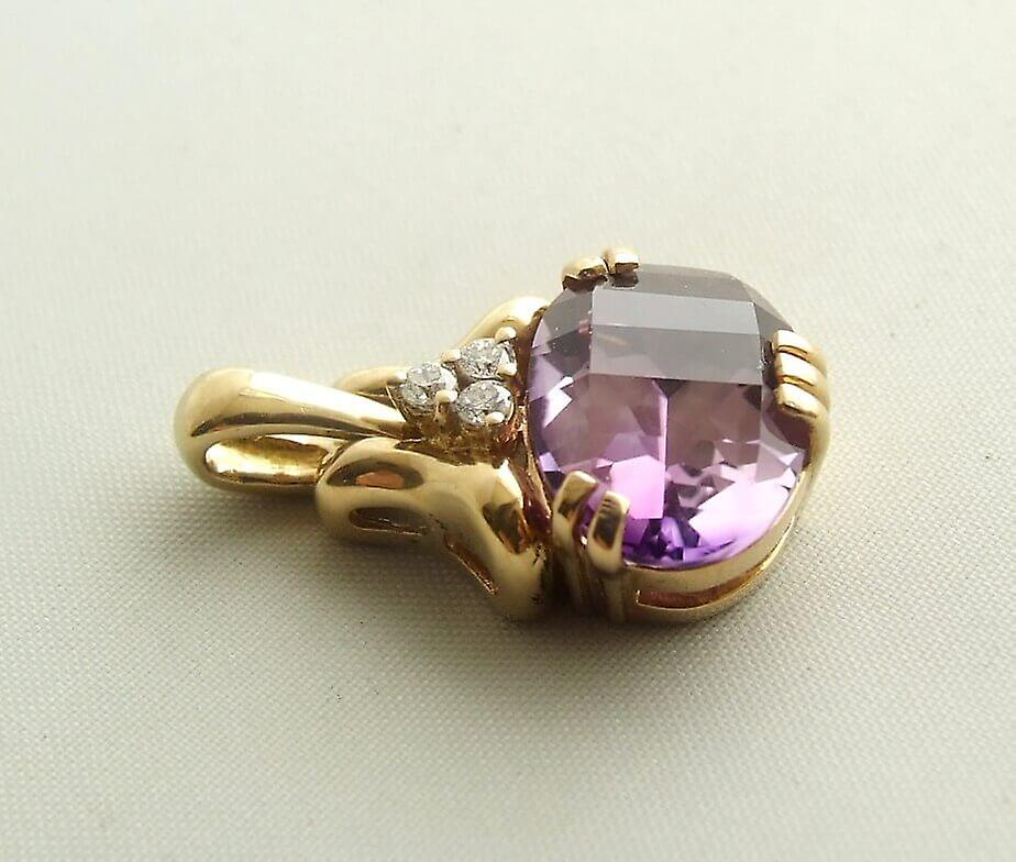 Gold pendant with Amethyst