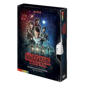 Plus étrange choses premium notebook A5 VHS cassette couverture cartonée, relié, 240 pages bordées.
