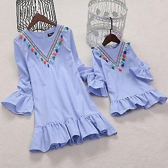 مخطط وشرابة نمط فستان صغير للأم وابنة الأسرة مطابقة