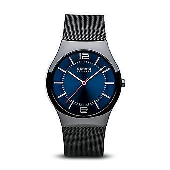 Bering Quarz analog Mann mit Edelstahl Armband 32039-447