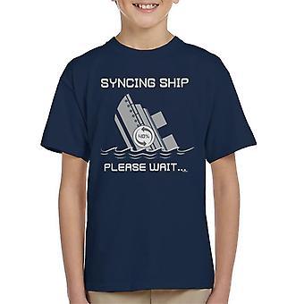 Synchroniseren schip gelieve te wachten Kid's T-Shirt