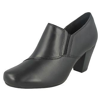 Ladies Clarks ankelen støvler Garnit Colette