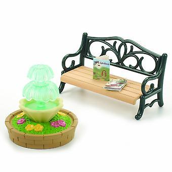 西尔瓦尼亚家庭华丽的花园长椅和喷泉