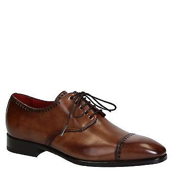Lacets de la main masculine cap toe chaussures en cuir beige