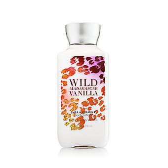 Bain et corps works Wild Madagascar Vanilla Body Lotion 8 oz / 236 ml (2 Pack)