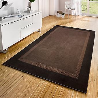 Diseño cinta de la alfombra de terciopelo marrón