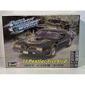 Smokey and the Bandit 1977 Pontiac Firebird 1:25 Model Kit Revell 4027