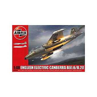 English Electric Canberra T.4 WJ870 (No.231) Plastic Model Airplane Kit
