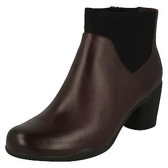 Senhoras Clarks inteligente tornozelo botas Un Rosa meados