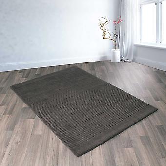Pisa alfombras en carbón de leña