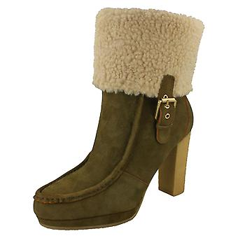 Ladies Rockport Heeled Boots With A Fur Cuff K71879