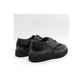 Naisten derbies kengät