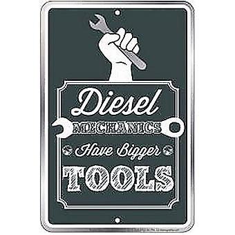 Diesel mekaniikka on isompi työkalut kohokuvioitu metalli Funny merkki