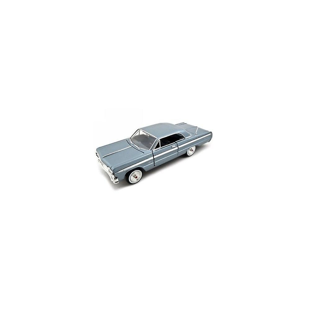 MotorMax  American Classics - 1964 Chevy Impala Light Blue  1:24