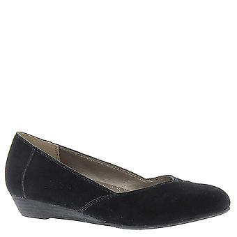 ARRAY Womens Elise Leather Closed Toe Classic Pumps