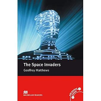 The Space Invaders: Macmillan Reader, Intermediate Level (Macmillan Reader) (Macmillan Readers)