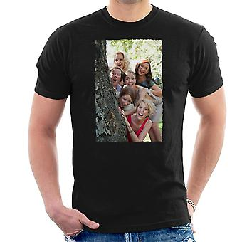 Bridesmaids Bridal Party Around Tree Men's T-Shirt