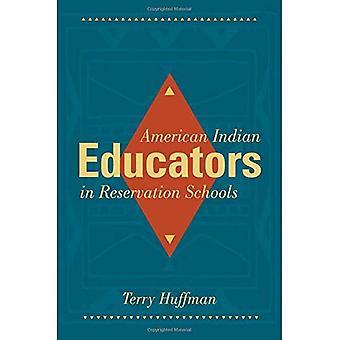 Éducateurs d'amérindiennes dans les écoles de réservation