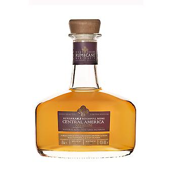 Közép-Amerika xo - regionális rum rum és cane kereskedők. 70cl. 46% abv. ajándék ón.