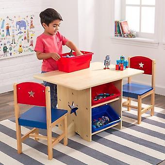 Gedekte tafel met speelgoedwinkel en 2 natuurlijke stoelen