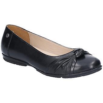 صة الجراء ميلي المرأة راقصة بآلية الانزلاق على الأحذية