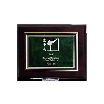 Diploma plástico com uma gravura em uma placa de ouro