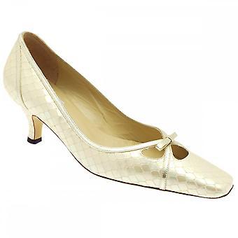 Renata Women's lage hak Beige Court Shoe