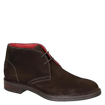 Leonardo Shoes Men's handmade chukka boots in dark brown suede leather